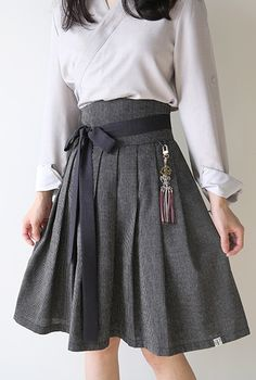 Such an simple yet sophisticated outfit. Love how it's paired with the hanbok skirt! Korean Traditional Clothes, Traditional Fashion, Traditional Outfits, Korea Fashion, Asian Fashion, Girl Fashion, Fashion Dresses, Fashion Design, Style Fashion