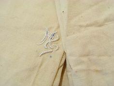 *2x Deckenbezug für's Kinderbett*  2x ca. 154 x 156 cm, Nesselstoff, cremweiß mit braunen Fasereinschlüssen.   Unbenutzte Aussteuerware um 1930.  Monogramm noch mit blauem Wäschestift...
