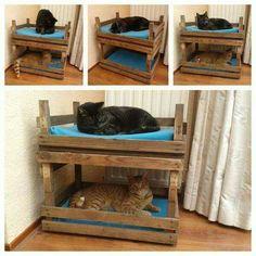 20 Purrfect DIY projects for cat owners - Kratzbaum - Katzen Pet Beds, Dog Bed, Bunk Beds, Niche Chat, Cat House Diy, Cat Room, Pet Furniture, Furniture Market, Cat Crafts