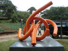Escultura Urbana en Santo Domingo del Cerro. Abstracciones Neurológicas. #PepoToledoArt #PremiosJade