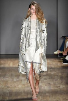 See all the Collection photos from Jenny Packham Spring/Summer 2015 Ready-To-Wear now on British Vogue Fashion Week 2015, New York Fashion, Runway Fashion, High Fashion, Fashion Show, Fashion Design, Ss15 Fashion, Fashion Spring, London Fashion