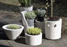 Tee ulkoruukut betonista | Meillä kotona Container Gardening, Gardening Tips, Concrete, Cement, Diy And Crafts, Planter Pots, Recycling, Plants, Design