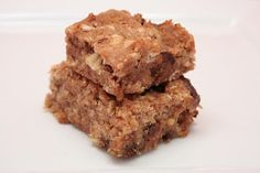 These wonderfully moist, chewy treats are so good that you won't believe there's no added sugar in them! Coconut Fig Bars cup coconut flour cup old-fashioned rolled oats 1 cup u… dry fast diet Daniel Fast Breakfast, Cake Pops, Yummy Snacks, Yummy Food, Fig Bars, Daniel Fast Recipes, Unsweetened Applesauce, Looks Yummy, Dessert Recipes