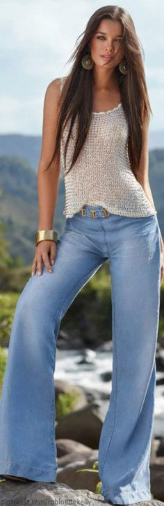 This is what we looked like in Long hair, bell bottom jeans, hippy-boho tops, those same earrings . has there been a time warp? Beauty And Fashion, Look Fashion, Womens Fashion, Fashion Trends, Fashion Shoes, Look Boho, Look Chic, Casual Outfits, Summer Outfits