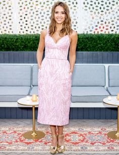 Jessica Alba popped in light pink at the 'InStyle' cover dinner! Find out how to copy her fun look!