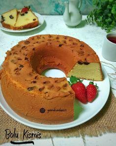 17 Resep dan cara membuat bolu panggang Instagram/@karlinaazis @saffina_bermawi Dessert Cake Recipes, Desserts, Bolu Cake, Nyonya Food, Resep Cake, Traditional Cakes, Brownie Cake, Bakery Cakes, Indonesian Food