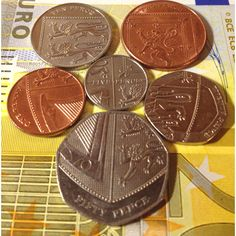OMG! I didn't know that when you put all the English coins together, you get the Royal crest.