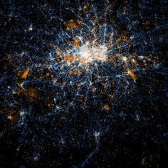 [London] Stunning Glowing Maps Show Twitter And Flickr Activity In Every Major City In The World