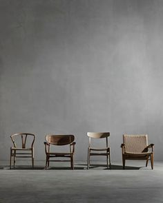 A star-studded lineup 🤓 Hans Wegner's first four chairs he designed for Carl Hansen & Søn in Wooden Chair Plans, Chair Design Wooden, Futuristic Furniture, Modern Furniture, Furniture Design, Outdoor Side Table, Design Apartment, Architectural Digest, Danish Design