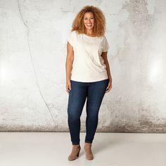 Door de dirty oil wassing zijn de naden van dit stijlvolle shirt wat lichter van kleur en krijgt het een stoere aanblik. Het shirt heeft moderne, aang... Bekijk op http://www.grotematenwebshop.nl/product/shirt-van-x-two-voor-vrouwen-met-grote-maten-35/