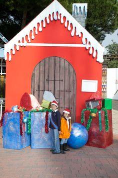 Bob esponja y los ni os en frente de la casa de pap noel navidad pinterest noel and bobs - Casa papa noel madrid ...