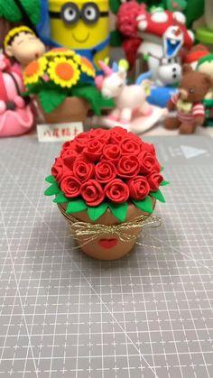Cute Polymer Clay, Cute Clay, Polymer Clay Flowers, Polymer Clay Crafts, Diy Clay, Polymer Clay Disney, Fondant Figures, Fondant Cake Toppers, Fondant Flower Tutorial
