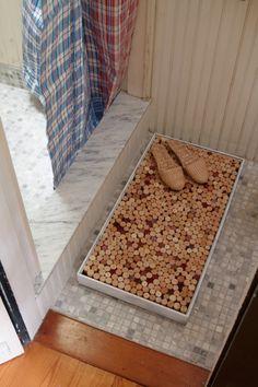 Very Simple DIY Bath Mat of Wine Corks