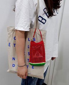 Crochet Bag Tutorials, Crochet Projects, Crochet Patterns, Diy Crochet Rug, Easy Crochet, Filets, Beaded Bags, Fabric Bags, Cotton Bag