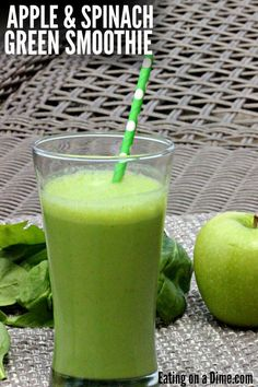 easy and healthy green smoothie recipe. This Apple Spinach Green Smoothie recipe is easy to make and packed with nutrients and flavor.