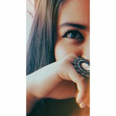 half Face With Eyes Dp 😍 Self Portrait Photography, Portrait Photography Poses, Photography Poses Women, Girl Photography Poses, Selfie Photography Ideas, Beauty Photography, Cute Girl Poses, Girl Photo Poses, Girl Photos
