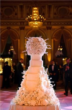 For those with a sweet tooth, selecting the perfect wedding cake for one's wedding can prove to be one of the favorite aspects of the wedding planning process. Luxury Wedding Cake, Elegant Wedding Cakes, Beautiful Wedding Cakes, Wedding Cake Designs, Beautiful Cakes, Amazing Cakes, Perfect Wedding, Dream Wedding, Wedding Day