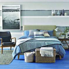 Modern bedroom with stormy blue colour scheme Coastal Master Bedroom, Coastal Bedrooms, Blue Bedroom, Coastal Bedding, Guest Bedrooms, Bedroom Themes, Bedroom Decor, Bedroom Ideas, Mediterranean Decor