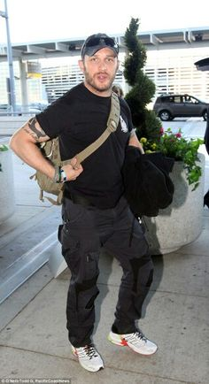 Tom Hardy Sept 2014 airport...you gotta stop this,my mind is gone..really gdam