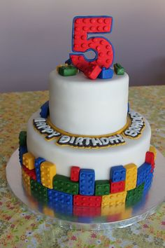 What a cute idea for a building blocks themed birthday cake!