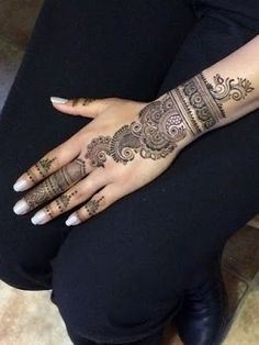 Simple and easy mehndi designs for hands full collection. Palm Mehndi Design, Peacock Mehndi Designs, Indian Henna Designs, Latest Arabic Mehndi Designs, Mehndi Designs Book, Mehndi Designs For Beginners, Mehndi Designs For Fingers, Mehndi Design Images, Mehndi Patterns