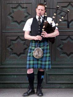 Bagpipes player in Edinburgh City Center, Scotland