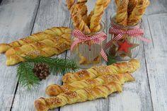 Rasucite cu branza - CAIETUL CU RETETE Carrots, Pineapple, Vegetables, Fruit, Food, Paste, Romanian Recipes, Food For Parties, Pine Apple