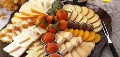 Cheese is a dish in itself and is the king of the picada. Smooth, spicy or ahu … - Anrichten Party Food Platters, Party Trays, Party Buffet, Cheese Platters, Different Coffee Drinks, Healthy Summer Snacks, Birthday Party Snacks, Brunch Party, Food Decoration