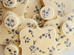 Porcelain-inspired cookies by Amber Spiegel at Sweetambs.com and on Etsy at Sweetambs.