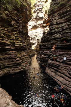 welcomebrazil:  buracão canion by hmonteiro50 on Flickr.  Chapada Diamantina, Bahia - BRASIL