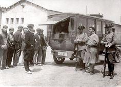 Spain - 1936. - GC - Siniestra imagen de una saca de obreros para darle el paseo en un pueblo de Huesca en 1936
