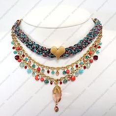 Todos los accesorios Jenny Rabell son confeccionados a mano por joyeros artesanos mexicanos e incluyen este bello y práctico estuche de regalo: