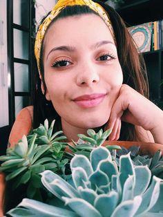 Suculentas Coloridas - Guia Digital - Um Amor Suculentas Dream Garden, Succulents Garden, Herb Garden, Colorful Succulents, Gardening Tips, Types Of Succulents, Hanging Succulents, Teaching Plants