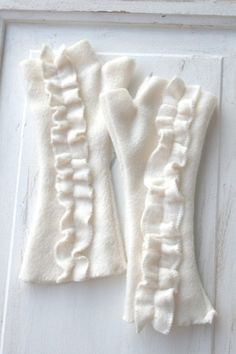The ORIGINAL Ruffle Fleece Wrist Warmers / Fingerless by rumstadt, $18.00
