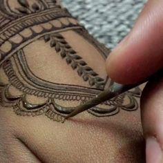 Classis henna doodles🍃 ————————————- . henna for @jaspreet9634 🍃 —————————-——- Inspired from- @hennackg ————————————- . #hennabynaviarts #naviarts #patiala #hennadesign #hennahand #bridalhenna #hennablack #hennatattoo #mehandiart #mehndi #henna #anesthesia #huddabeauty #kyliejenner #nickiminaj #happy #bridal #bride #bridalhenna #bridesmaids #shadi #marriage #fun #hennaart #peacock #hands #wedding #shadi #patiala #pb11 #punjab #mandala #hennamandala