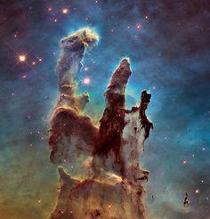 So weit die Solarmodule tragen: Dieser Ausschnitt des Adlernebels (M16) ist eines von Hubbles stärksten Werken. Der Sternhaufen ist rund 6.500 Lichtjahre von der Erde entfernt.