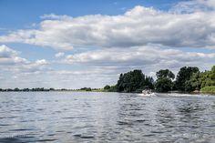"""Overwerder und """"Das Loch"""" – ein Seitenarm der Elbe // #Elbe #Wasserstrasse #Fluss #Flusslandschaft #Hamburg / gepinnt von www.MeerART.de"""