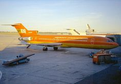Braniff International Boeing 727-227/Adv N420BN alongside a Western Airlines Boeing 727 and McDonnell Douglas DC-10 at Minneapolis-St Paul, circa 1974. (Photo: Ellis M. Chernoff, Copyright: Braniff Flying Colors Collection)
