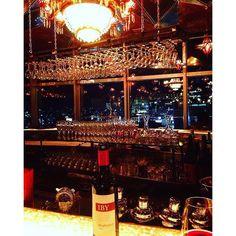 Instagram【yuuki.nakamu】さんの写真をピンしています。 《最近は落ち着いて飲むのが好き🍷 会話ほぼ下ネタだけどね🙄  #兄貴とよく来る店#兄弟#大体下ネタ#ワイン#バー#夜景#ちんぽこ#本当は居酒屋が好き》