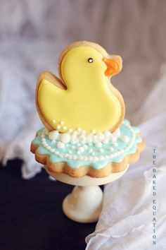Rubber ducky cookies are one of the most popular dessert trends for a baby shower or first birthday party. We created these custom rubber ducky cookies Fancy Cookies, Iced Cookies, Cute Cookies, Easter Cookies, Royal Icing Cookies, Cupcake Cookies, Sugar Cookies, Cookie Favors, Flower Cookies