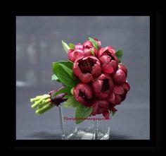 Ramo de novia de peonias Burdeos. WWW .floristeriamarques.com