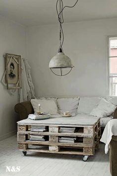 Mesa de salón con huecos para almacenaje