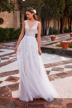 Pronovias Off-white Crepe Elara Feminine Wedding Dress Size 6 (S) Classic Wedding Dress, Wedding Dress Sizes, Perfect Wedding Dress, Bridal Dresses, Wedding Gowns, Wedding Dresses Brisbane, Pronovias Wedding Dress, A Line Gown, Wedding Dress Shopping