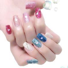 青とピンク✨ エリコネイルやピカエースあたりのラメ。♡ホロ、ピアドラの矢。 #nail #nails #nailart #ネイル #美甲 #ネイルアート  #clou #nagel #ongle #ongles #unghia #ラメネイル #glitternails #皆方由衣 ちゃん
