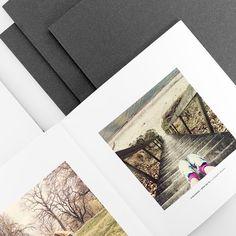 Fotobok Klassisk - Ge dina Instagram-bilder ett hem som är både klassiskt och klassigt. En sida, en bild. Bilden i centrum, texten under. Med den här fotoboken får varje bild regera i ensam majestät på sin sida. www.printasquare.com/fotobocker Du kan välja att ta med Instagram-inläggets text, datum och användarnamn vid varje bild, eller låta bilderna tala för sig själva. Välj också mellan svart eller vit färg på bokens insida. Dessutom kan du få alla bilder svartvita. Exempelbilder från…