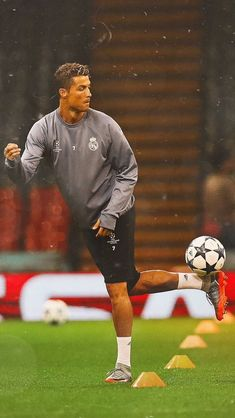 Cristiano Ronaldo Juventus, Cristiano Ronaldo Cr7, Rugby Players, Football Players, World Best Football Player, Ronaldo Quotes, Cr7 Junior, Cristiano Ronaldo Wallpapers, Portugal National Team