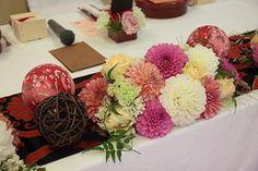 japanese wedding table with temari Wedding Prep, Wedding Table, Wedding Planning, Wedding Bouquets, Wedding Flowers, Japanese Wedding, Japanese Style, Cherry Blossom Wedding, Romantic Table