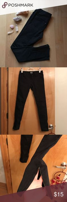 black skinny jeans w zipper detail could fit a 0 or 00 - super skinny fit - zipper detail around ankle - i am a size 24 and these are tight on me so be aware - pet friendly home Vans Jeans Skinny