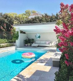 Pool Landscaping Ideas a Minimalist Swimming Pool on a Tiny Page? Check out ! Surely it would be very nice to have a swimming pool at home. Modern Pool House, Pool House Decor, Small Pool Houses, Backyard Patio, Outdoor Pool, Backyard Landscaping, Landscaping Ideas, Backyard Ideas, Pool Ideas