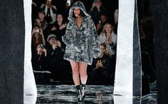 Pop star-turned fashion designer Rihanna rocks day 2 of New York Fashion Week. RiRi debuts her Fenty x Puma Collection and become the hot topic of NYFW. Ny Fashion Week, New York Fashion, Runway Fashion, Fashion Show, Fashion Trends, Rihanna Fenty, New Yorker Mode, Rihanna Style, Outfits